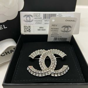 New Authentic CHANEL Classic CC Crystal Brooch